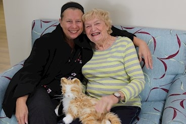 Wilma the robotic cat wows Winders residents